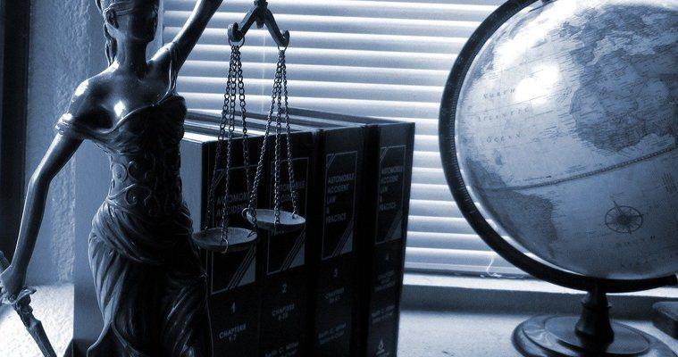 Адвокатски услуги в България